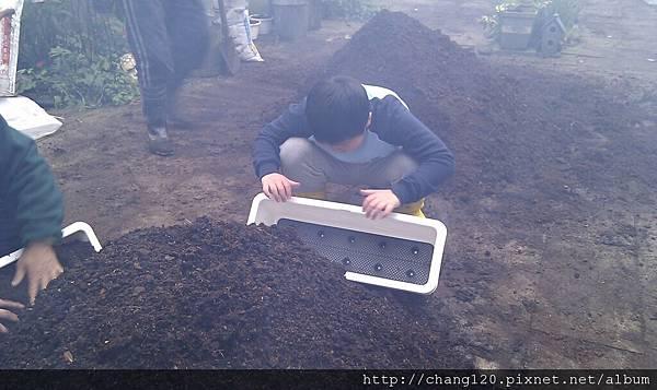 讓柴火悶燒時準備農務.jpg