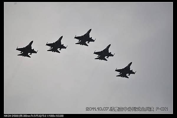 111007--Airborne march-past 102-800_nEO_IMG.jpg