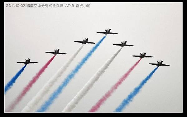 111007--Airborne march-past 122-clip-800_nEO_IMG.jpg