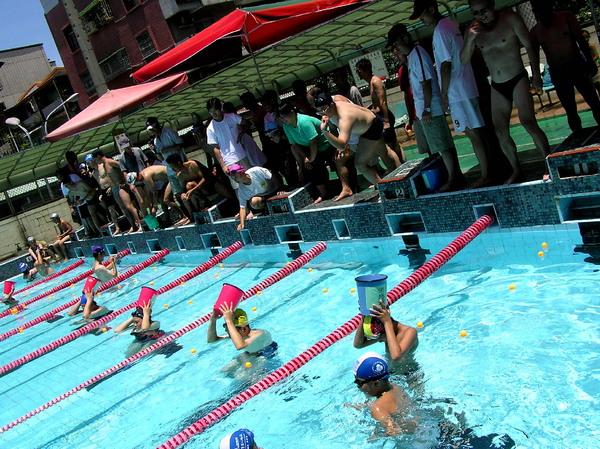 運動會水中接球
