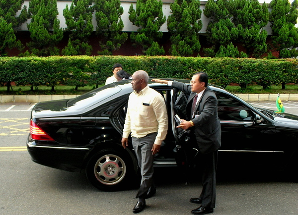 聖多美總理下車