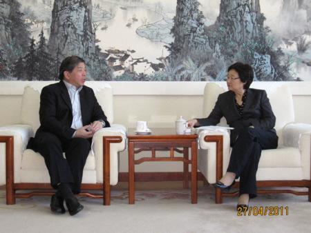 ...务院侨办主任李海峰会见了新加坡中华....jpg