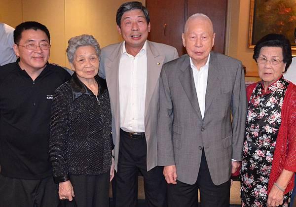 張雲萍與叔太平董事主席張允中、副主席堂兄張秋聲、姑媽合影