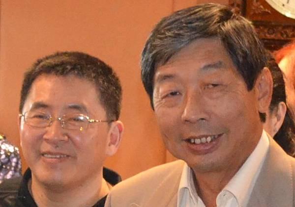 太平船務副董事主席張秋聲與堂弟張雲萍合影