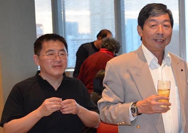 太平公司副董事主席張秋聲與堂弟張雲萍合影
