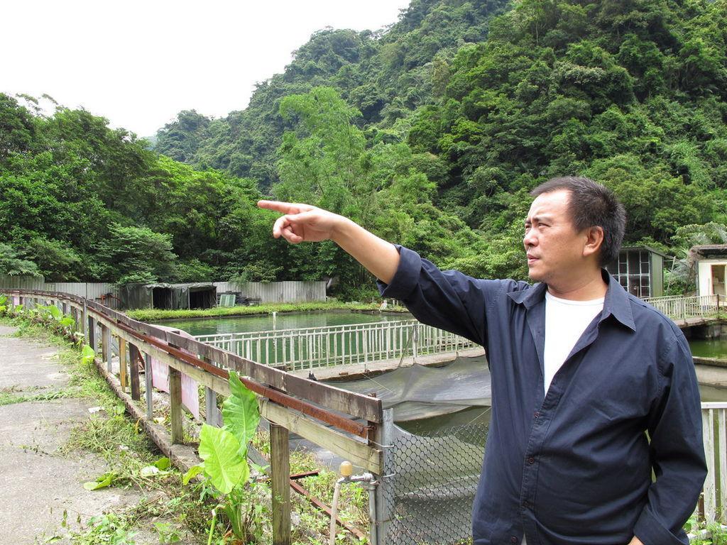 小溪穿溯山脈間《暑假作業》導演張作驥發現電影世外桃源