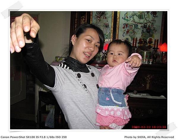 唷~~ 我和妹小姑擺一樣的pose