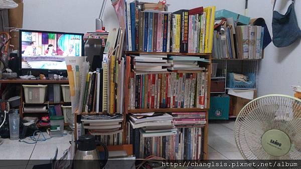 整理前的書櫃
