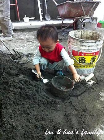 1001124_2y0m3d_小小童工.jpg