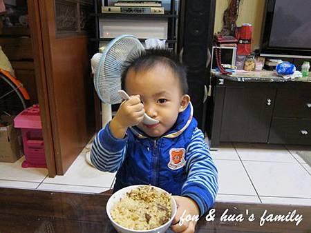 1001211_2y0m20d_自己吃魯肉飯 (1).JPG