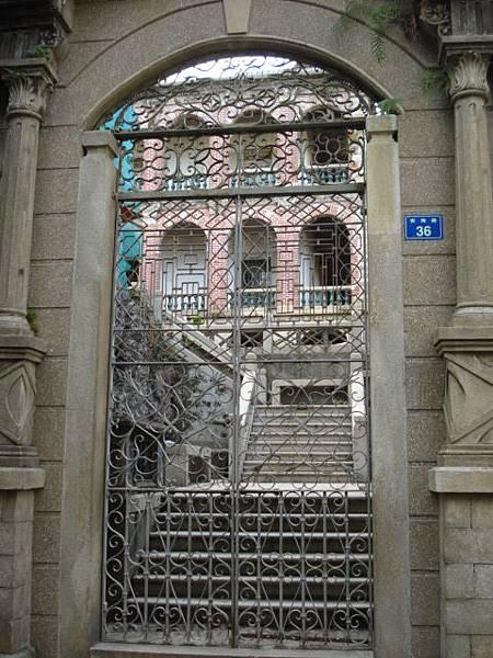 高門深院、雕欄畫棟