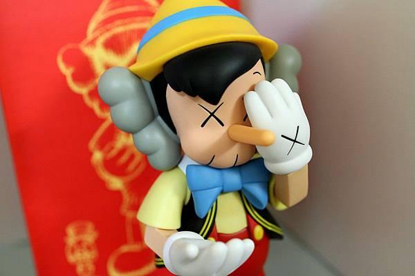 小木偶KAWS Pinocchio & Jiminy Cricket (2).jpg