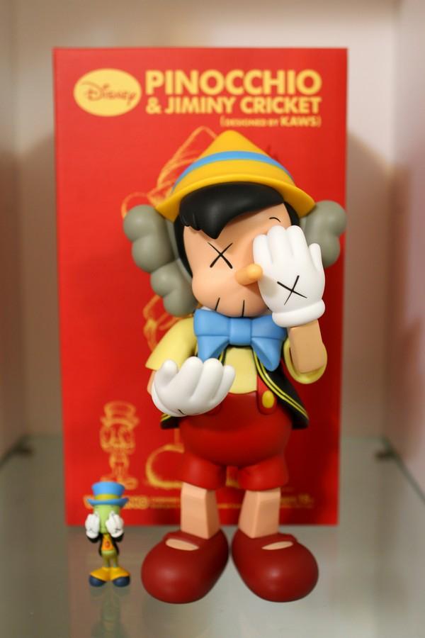小木偶KAWS Pinocchio & Jiminy Cricket (3).jpg