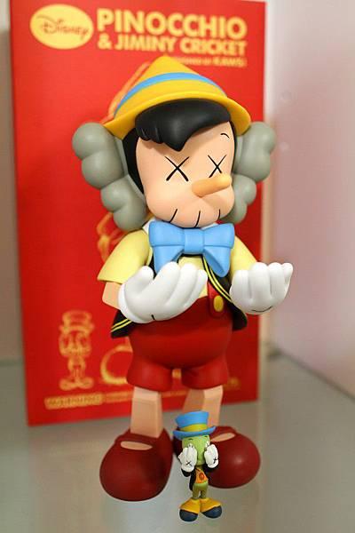 小木偶KAWS Pinocchio & Jiminy Cricket (4).jpg
