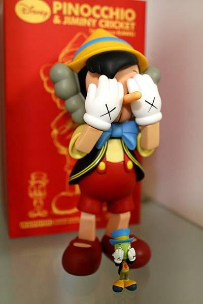 小木偶KAWS Pinocchio & Jiminy Cricket (6).jpg