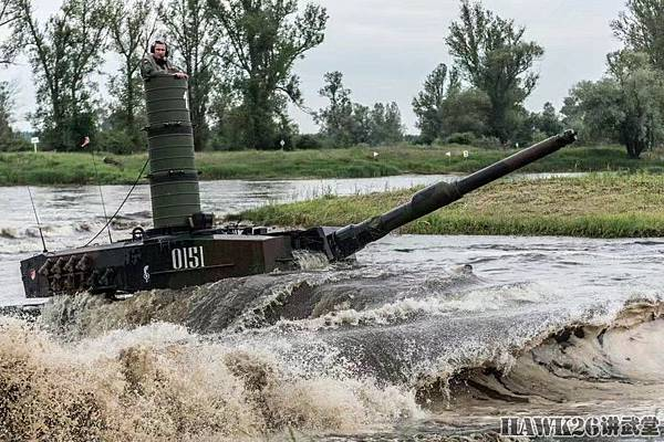 装甲师渡河