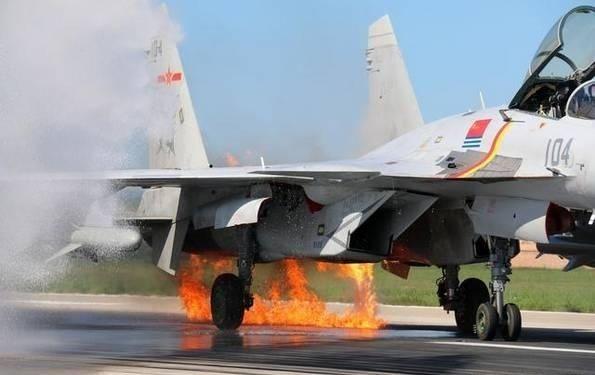 飛鳥撞戰機