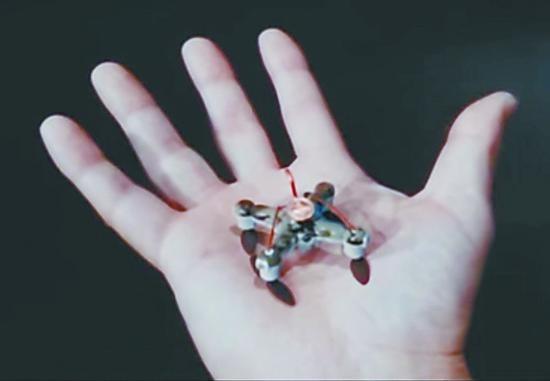 小型飞行机器人