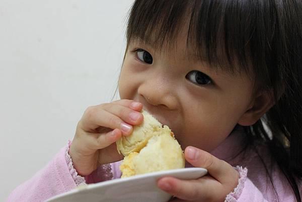 吃餅.JPG