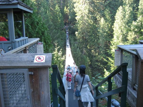 要過吊橋了..怕怕