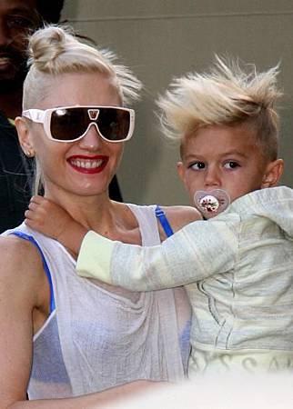 Gwen Stefani & her son Kingston