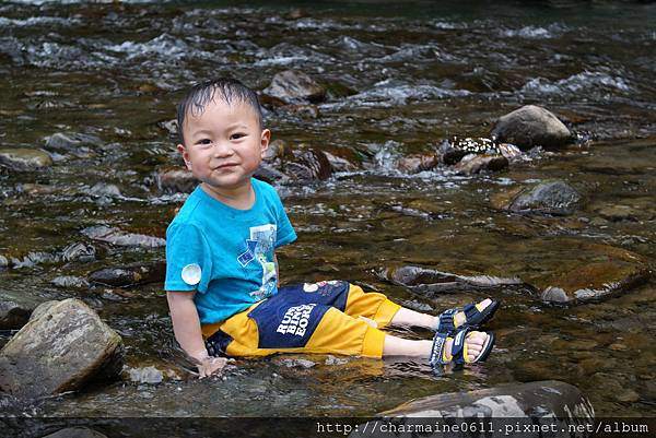 溪水好涼快.JPG