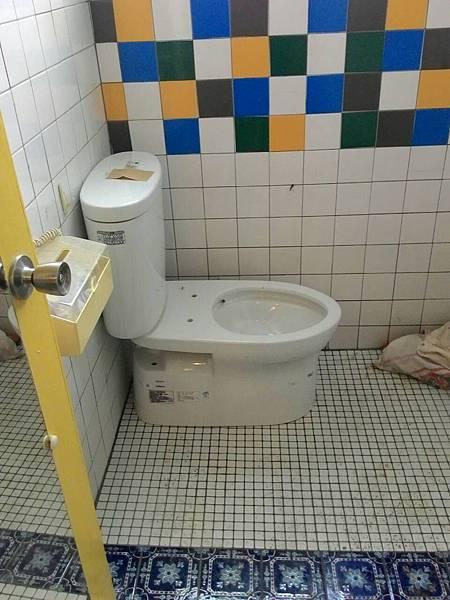 浴室馬桶轉方向1