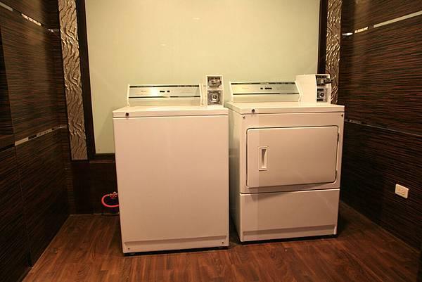 投幣式自助洗衣