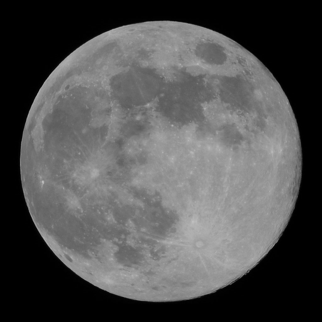 moon-180529-4k-clip - mono