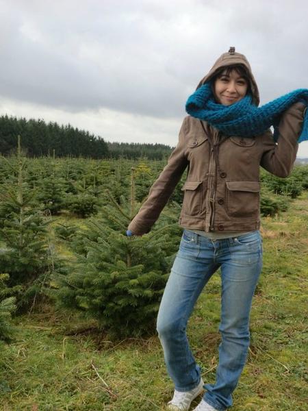 風太大了我顯然只想趕快跟小聖誕樹們拍完照然後消失謝謝.jpg