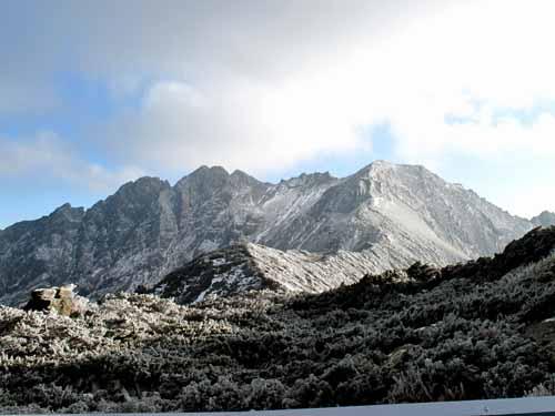 今天往這個山峰前進