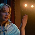 First-look-at-Jennifer-Lawrence-and-Bradley-Cooper-in-trailer-for-new-movie-Joy-3 (1)