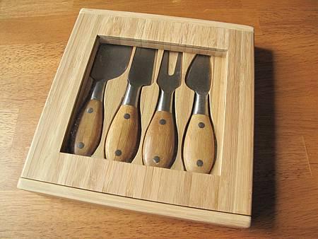 Bamboo cheese knife-1.JPG