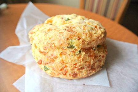 Tillamook cheese biscuit-1