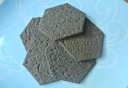 Charcoal cracker