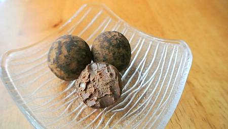 Chocolate Goat Cheese Truffle-2
