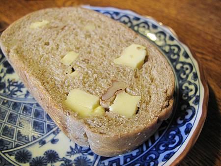 起司核桃雜糧麵包.JPG
