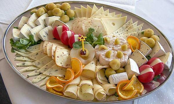800px-Cheese_platter.jpg