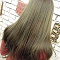 台北東區Rainbow Hair 設計師Cheetah作品----流行時尚染髮髮型,東區剪髮,女生長髮,設計雙色染(深亞麻綠,深紫)