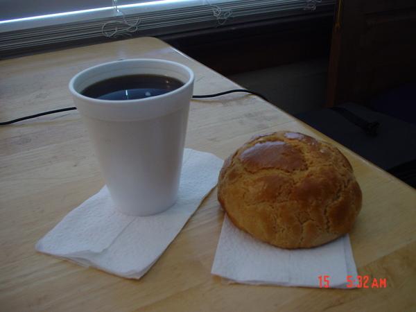 我在房間享用的第一份早餐