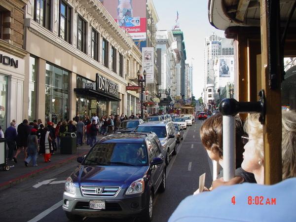 在cable car上看街景