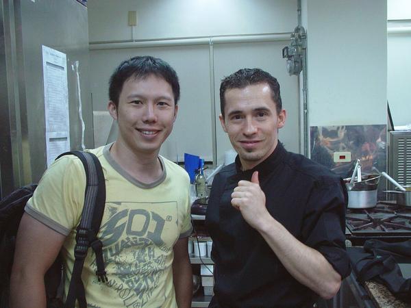 年輕有為的Global Dining Japan集團的巧克力專業藝術總監Stéphane Vieux & 我