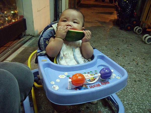 吃西瓜摟..2.JPG