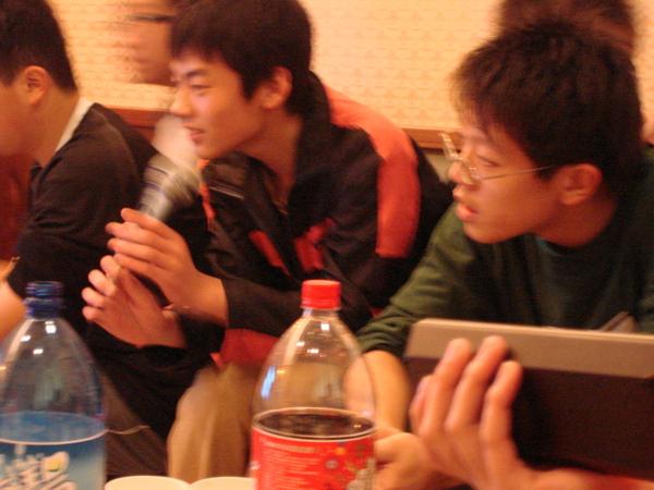 林子翔先生在唱