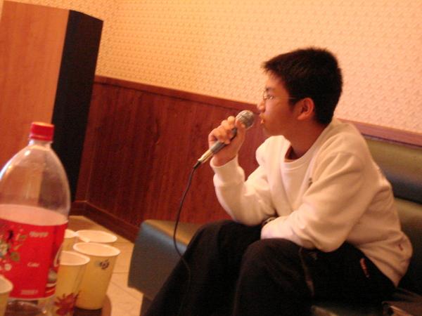 剩陳志軒一個人在唱