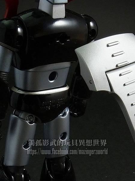 5.背部也增加了可拆卸的摩托車爬行軌道.jpg