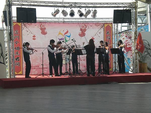 02台北市某國中弦樂表演.JPG