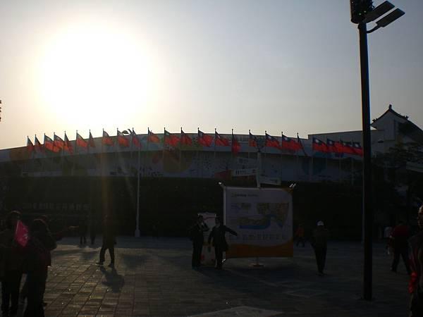 01早晨的國旗.JPG