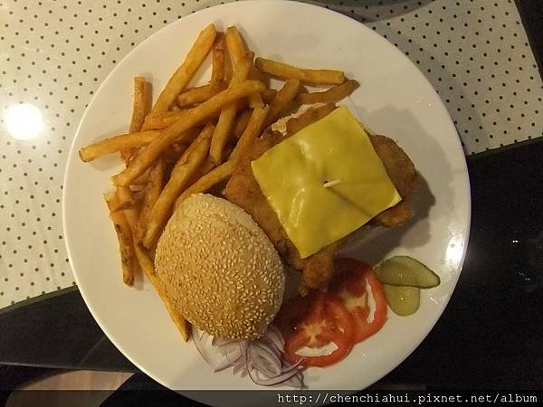 100-06-27 士林What's Burger003.jpg
