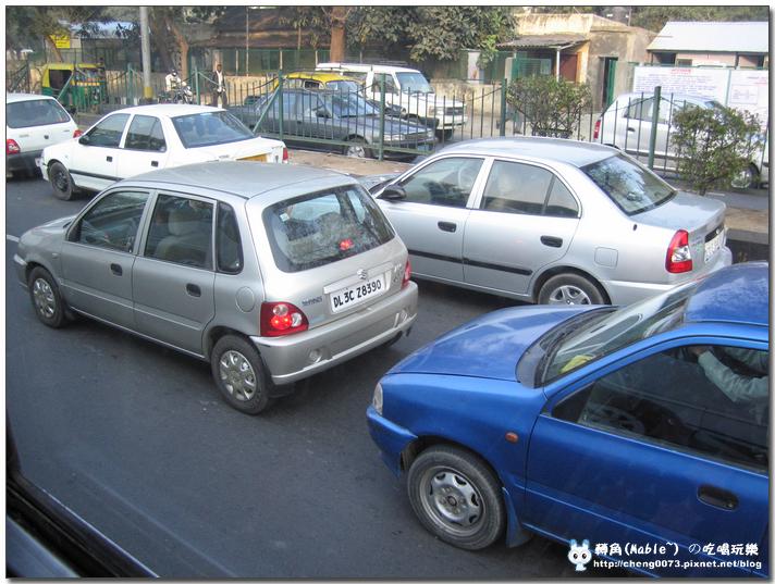 在印度開車是不須要後照鏡的